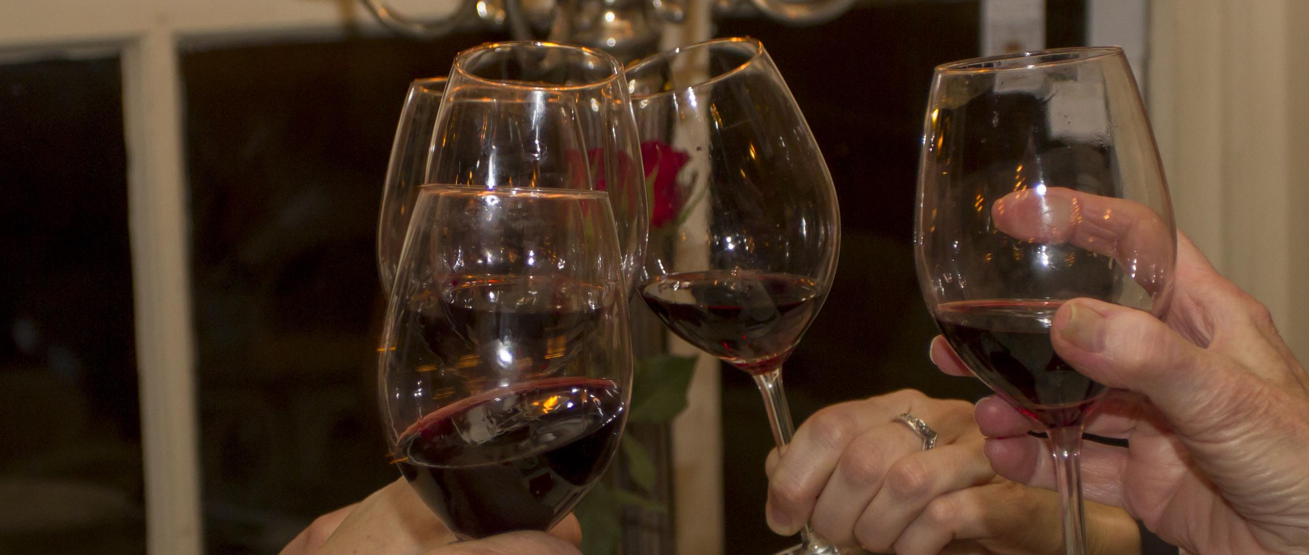afbeelding wijnglazen